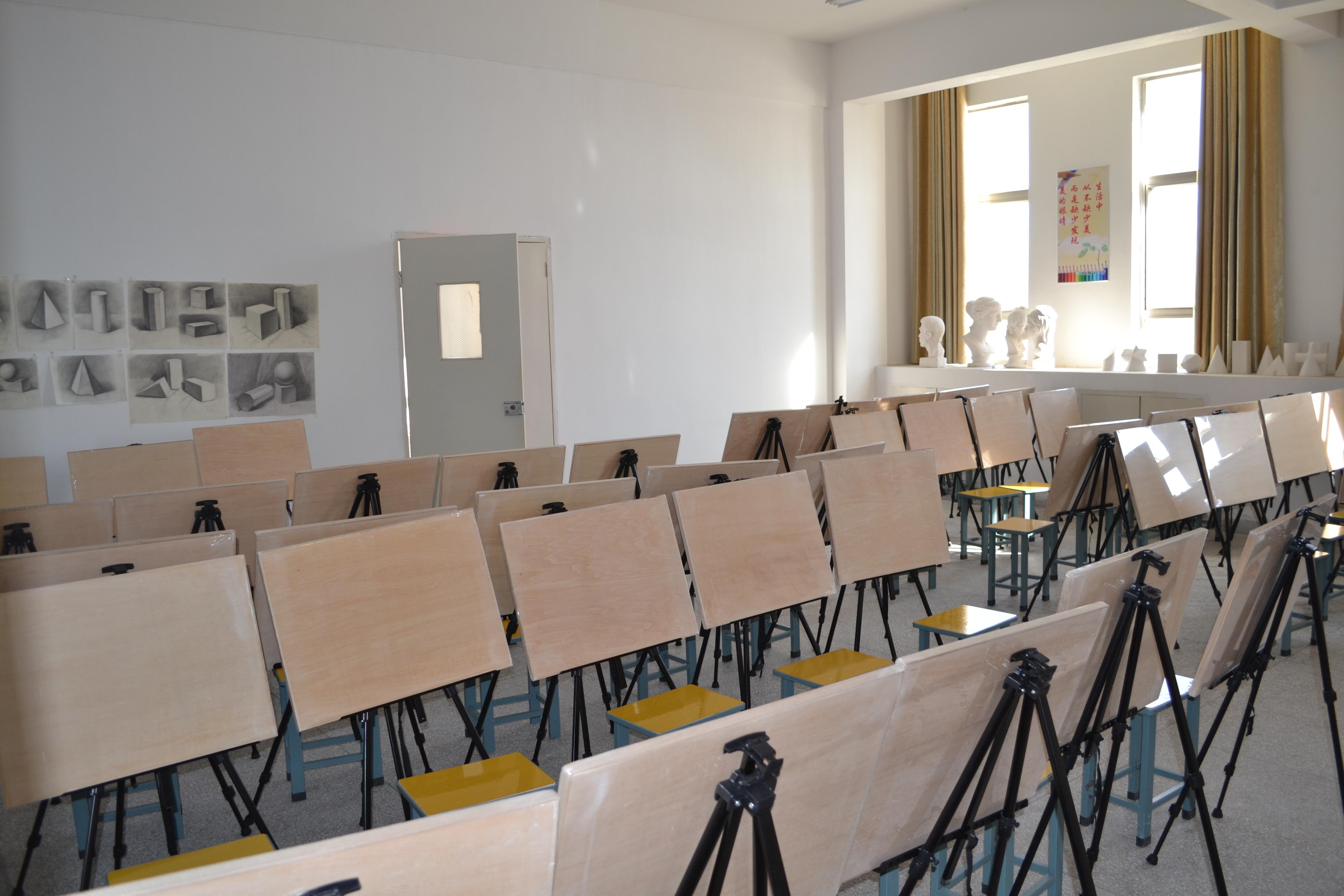 美术教室.jpg图片